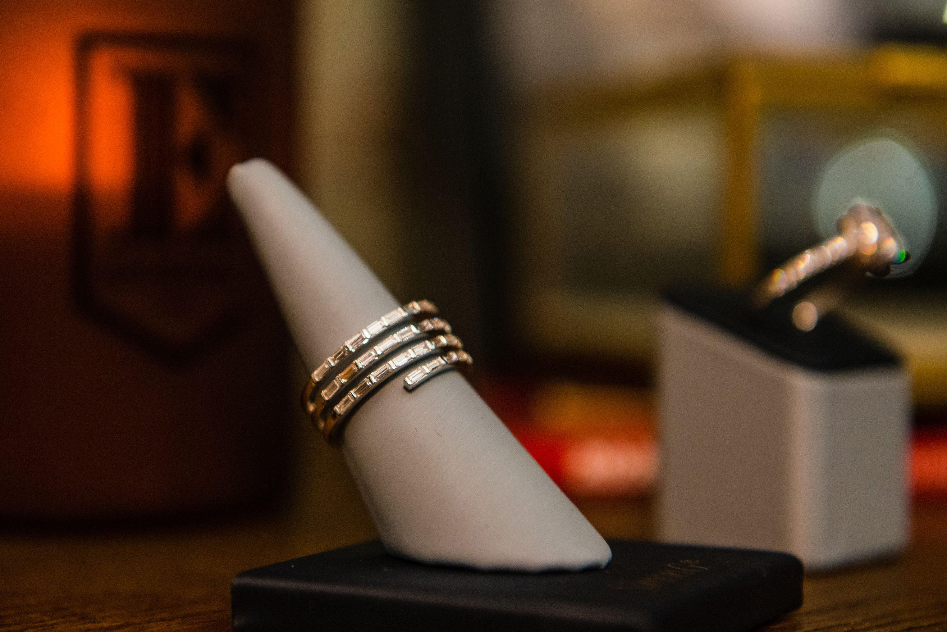 LR2606 baguette shaped diamond spiral ring