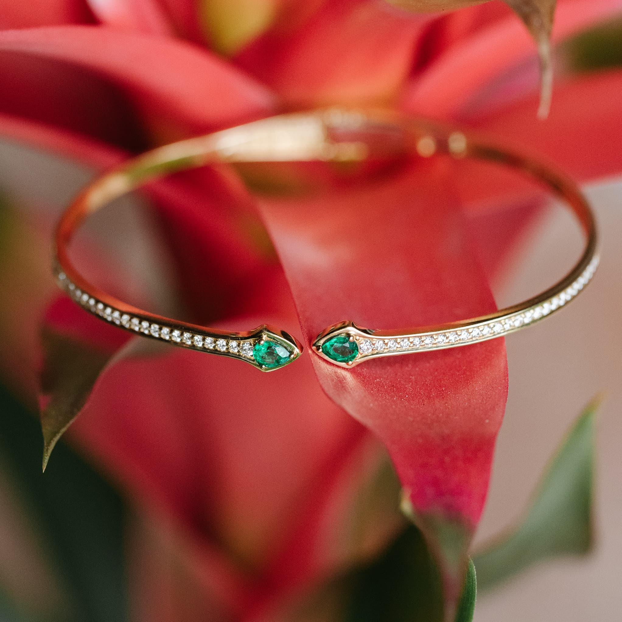 emerald and yellow gold bangle