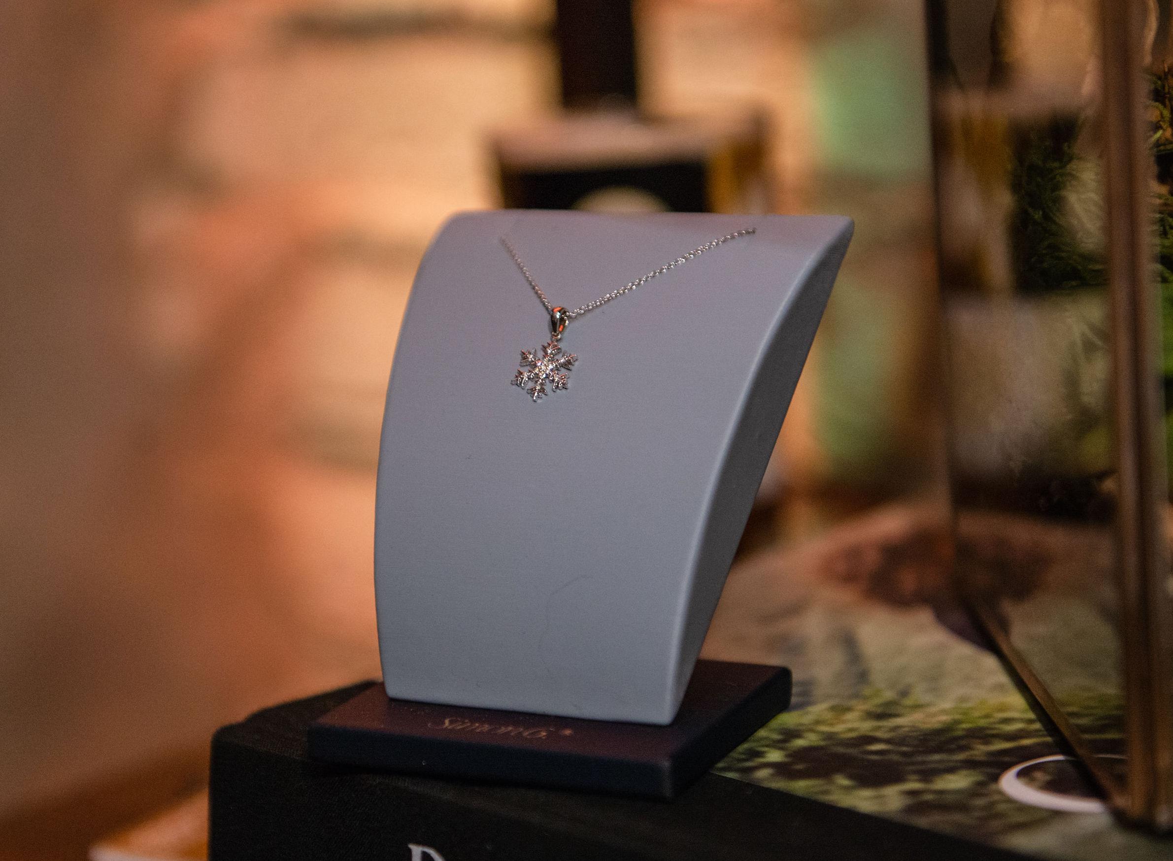 LP4786 snowflake pendant white gold