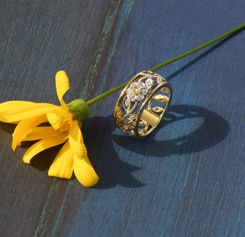 gold diamond flower ring